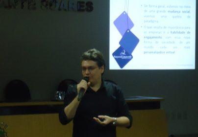 """Palestra """"Web Marketing: Mídias Sociais"""""""